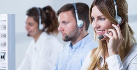 Centralita de llamadas telefónicas atendida por teleoperadores