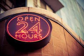 Lugar de atención al cliente abierto las 24 horas